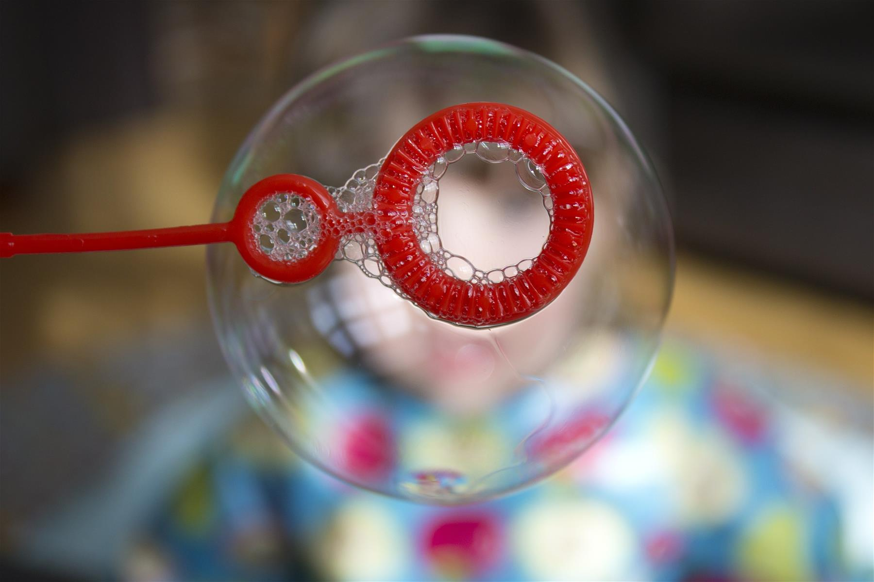soap-bubble-439103_1920.jpg